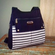 Mochila Jeans, Diy Bags Purses, Handmade Purses, Couture Sewing, Bag Patterns To Sew, Patchwork Bags, Denim Bag, Fabric Bags, Fashion Bags