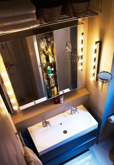 Spiegelschrank oberhalb Waschtisch-Sims