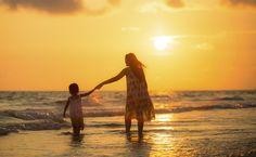 Fotograf Mother with her daughter on the beach von Sasin Tipchai auf 500px