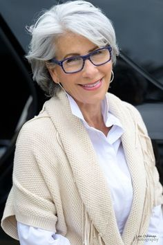 grijs haar Amazing Short Haircuts for Mature Women - Love this Hair Haircut For Older Women, Short Hair Cuts For Women, Short Hairstyles For Women, Trendy Hairstyles, Haircuts For Curly Hair, Hairstyles Haircuts, Curly Hair Styles, Grey Haircuts, Grey Hair And Glasses