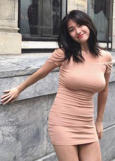 South Korea's hot girl's street wears super tight-fitting small dress… It's too unscientific to cover it. Cute Asian Girls, Hot Girls, Asian Ladies, Tight Dresses, Nice Dresses, Vrod Harley, Seductive Dress, Dehati Girl Photo, Mini Vestidos