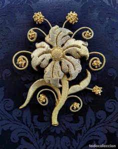 broche bordado en oro al aire subasta de bondad - Comprar en todocoleccion - 216441143 Octopus, Handmade, Auction, Gold, Needlepoint, Hand Made, Calamari, Squidbillies