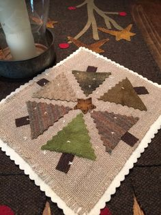 Green trees wool applique pattern by EweUs wool on linen 2019 Green trees wool applique pattern by EweUs by SusanGonzalesDesigns The post Green trees wool applique pattern by EweUs wool on linen 2019 appeared first on Wool Diy. Christmas Applique, Christmas Sewing, Felt Christmas, Cowboy Christmas, Country Christmas, Christmas Christmas, Motifs Applique Laine, Wool Applique Patterns, Felt Applique