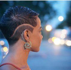 Cool Cuts - 26 Short Haircut Designs Your Barber Needs To See Short Hair Designs, Shaved Hair Designs, Curly Hair Styles, Natural Hair Styles, Haircut Designs, Undercut Designs, Cut Life, Pelo Natural, Sassy Hair