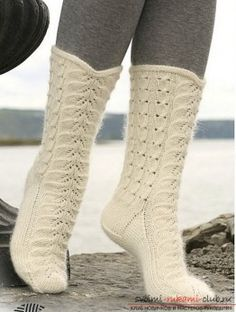 DROPS socks with cables and lace pattern in Merino and Kid Silk. Free pattern by DROPS Design. Lace Knitting, Knitting Socks, Knitting Patterns Free, Free Pattern, Yoga Shoes, Magazine Drops, Drops Patterns, Knit Shoes, Crochet Socks