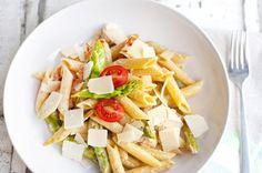 Grüner Spargel mit Pasta und Kirschtomaten