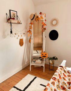 Fall Bedroom Decor, Fall Home Decor, Autumn Diy Room Decor, Autumn Home Decorations, Western Bedroom Decor, Bedroom Ideas, Deco Haloween, Halloween Room Decor, Halloween Decorations Apartment