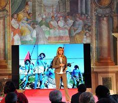 """Adele Savarese durante il suo talk nella Sala Regia del Palazzo dei Priori dal titolo """"Storytelling: l'industria dei media tra condivisione e circolazione"""""""