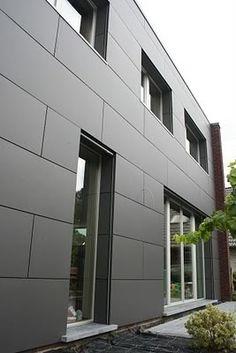 Moderne gevelbekleding, niet te vinden ... | Bouwinfo Exterior Wall Panels, Exterior Cladding, House Cladding, Facade House, Cladding Systems, Cladding Materials, Minimalist Architecture, Facade Architecture, Modern Mountain Home
