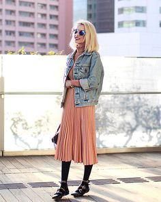 63efe3340 Midi Skirt, Pleated Skirts, Dress Skirt, Vintage Denim, Zara Flats, Levis