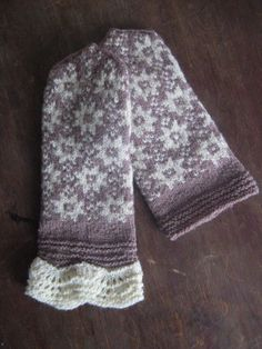 My granny knitted those mittens to my mom many years ago, but they were to short, so I decided knit them longer.