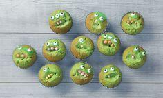 Zelf een leuke kindertraktatie maken? Deze monster cupcakes zijn griezelig lekker. Kijk de video voor de beschrijving. Monster Cupcakes, Keto Birthday Cake, Boy Birthday, Sugar Substitutes For Baking, Simple Baby Shower, Ritz Crackers, Just Cakes, School Parties, Party Treats