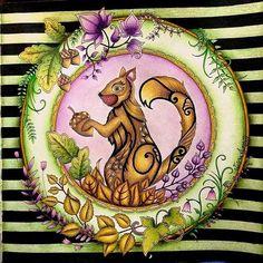 """""""ⓑⓞⓐ ⓝⓞⓘⓣⓔ !!! Inspiração linda do esquilinho da @victorialorrana ❤ fundo super diferente e com cores lindas! Amei o contraste com o esquilo!!…"""""""
