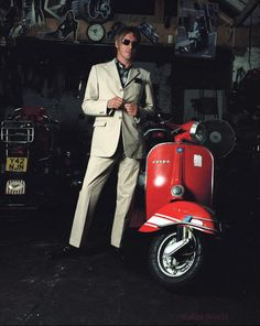 Mr Weller with Vespa Classic Vespa, The Style Council, Fred Perry Polo, Grunge, Mod Scooter, Paul Weller, Vespa Lambretta, Vespa Scooters, Punk