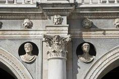 Loggia di Brescia. 1492-1574. Registro inferiore con pennacchio e busto di Cesare. Gasparo da Cairano. 1498 circa