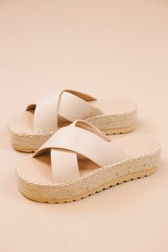 Solid natural slide on sandals from Beach by Matisse. Features a jute platform of 2 inches and leather criss cross straps. Pair with your fav sundress or tiered mini skirt for an elevated look. Slingback Mules, Platform Espadrille Sandals, Wedge Sandals, Shoes Sandals, Espadrilles, Trendy Sandals, Cute Sandals, Cute Shoes, Trendy Shoes