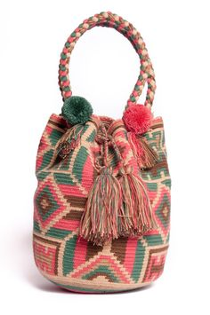 MOCHILA DESERT SAND  Hand made one of a kind bags as door 75Moons, $180.00 Crochet Bags, Knit Crochet, Bohemian Style, Boho, Bucket Bag, Crafty, Tote Bag, Purses, Blanket