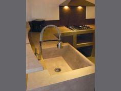 Betonstuc is ook mooi als achter/spatwand in de keuken.
