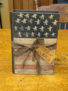 Handpainted Americana Keepsake Book - for inspiration Americana Crafts, Patriotic Crafts, Patriotic Decorations, Country Crafts, July Crafts, Primitive Crafts, Painted Books, Hand Painted, Wooden Books