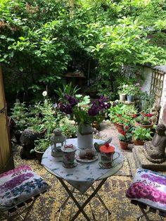 Small patio garden - 72 stunning small cottage garden ideas for backyard landscaping – Small patio garden Small Courtyard Gardens, Small Courtyards, Small Gardens, Outdoor Gardens, Courtyard Ideas, Courtyard Design, Small Balconies, Outdoor Rooms, Small Cottage Garden Ideas