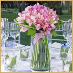 Peruvian lilies are sooo dreamy! How about this affordable wedding centerpiece?