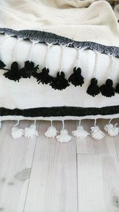 Image of Moroccan POM POM Wool Blanket Ecru - Braided barefootstyling.com