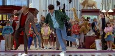 big series tv, BIG  La comedia dirigida porPenny Marshallen 1988, en la que un niño le pedía el deseo de convertirse en adulto a una máquina de feria Zoltar para acabar convirtiéndose enTom Hanks,será adaptada a la pequeña pantalla porKevin BiegelyMike Royce(creador y productor ejecutivo, respectivamente, de lasitcom'Enlisted'). Por el momento no se conocen más detalles.