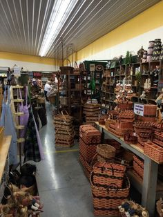 Walnut Creek Amish Flea Market Llc - Sugarcreek, OH