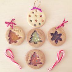 まるでステンドグラスみたいな透け感がおしゃれな「ステンドグラスクッキー」!クリスマスなどのイベントにもぴったりのお菓子なので、作り方をご紹介します!