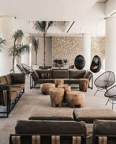 What a super cozy living room, Wabi Sabi style with nice colors and some old wooden parts. Decor Interior Design, Modern Interior, Interior And Exterior, Interior Decorating, Natural Interior, Living Room Goals, Cozy Living Rooms, Living Room Decor, Casa Cook Hotel