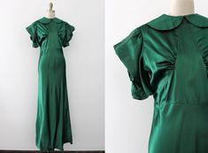 He encontrado este interesante anuncio de Etsy en https://www.etsy.com/es/listing/288227231/vestido-vintage-anos-1930-30s-verde-y