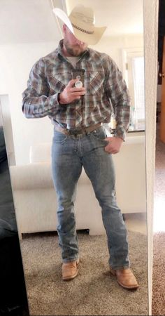 Looks good =) Men In Tight Pants, Hot Country Boys, Cowboys Men, Cowboy Up, Love Jeans, Mature Men, Muscle Men, Muscle Fitness, Bearded Men