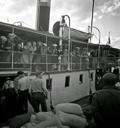 Black and White Photos of Daily Life in Finland in 1941 - boat, passengers - Finnish