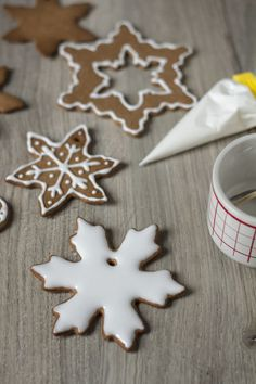 Jak zrobić lukier? Jak dekorować pierniki? Sugar, Cookies, Food, Crack Crackers, Biscuits, Essen, Meals, Cookie Recipes, Yemek