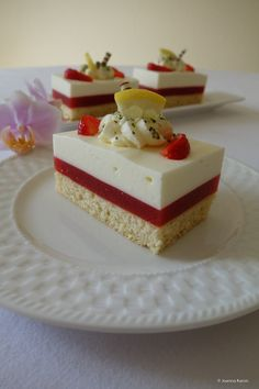 Hello everyone, I hope you had a nice weekend. At Claretti from Tastesheriff, it's back again and the topic in May is strawberries. How could it be otherwise Super, I LOVE strawberries. German Desserts, French Desserts, Mini Desserts, Easy Cake Recipes, Dessert Recipes, Puding Cake, Rhubarb Recipes, Sweet Pie, French Pastries