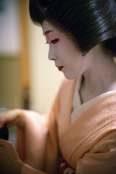 geiko 芸妓 Toshikana とし夏菜 Miyagawacho 宮川町 KYOTO JAPAN