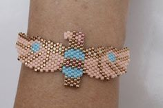 Fashion bracelet in the shape of an Indian totem. Bracelet weaved with delicate Miyuki Japanese beads. Seed Bead Patterns, Peyote Patterns, Beading Patterns, Bead Embroidery Jewelry, Beaded Embroidery, Seed Bead Bracelets, Seed Beads, Beaded Earrings, Beaded Jewelry