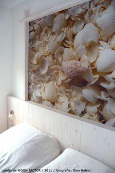 """Ontwerp #bed ombouw door studio de WOON FACTOR. De foto van de #schelpen is genomen op """"Shellbeach"""" in Western Australia."""
