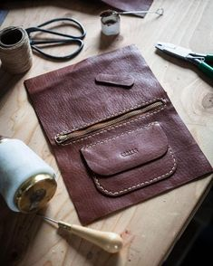 Photo by Corter Leather & Cloth on April Leather Bag Tutorial, Leather Bag Pattern, Sewing Leather, Leather Pouch, Leather Tooling, Leather Craft, Leather Purses, Leather Handbags, Handmade Handbags