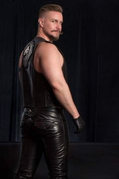 Hot Man tight Leather Pants Ass or plump bubble butts on sexy men on Oregonleatherboy Kink Fetish Archive for mature open-minded adults over 18 years. Mens Leather Pants, Tight Leather Pants, Biker Leather, Leather Blazer, Leather Gloves, Black Leather, Leather Fashion, Mens Fashion, Latex Men