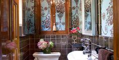 small-bathroom-wallpaper-ideas