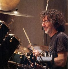Drummerworld Page for Simon Phillips Simon Phillips, Jazz Composers, Drum Kits, Percussion, Drummers, Awesome, Sweet, Music, Candy