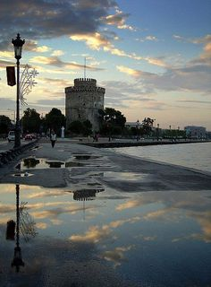 Raining day at the White Tower at Thessaloniki town Macedonia Macedonia Greece, Athens Greece, Greece Thessaloniki, Greek Beauty, Greek Culture, Greece Holiday, Travel And Leisure, Greece Travel, Beautiful Islands
