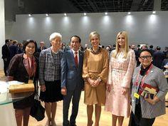 Saat Presiden Jokowi diapit oleh Wanita Mighty World