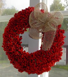 Inspire Bohemia: Holiday Wreaths: Organic and Traditional Red Christmas, Christmas Crafts, Christmas Decorations, Holiday Decorating, Christmas Ideas, Red Berry Wreath, Tree Seeds, Red Berries, Winter Berries