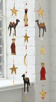 Christmas Home Decor : Three Kings Day / Dia de los Reyes -- Hanging Garland Christmas Nativity, Christmas Projects, Christmas Home, Holiday Crafts, Christmas Ornaments, Thanksgiving Decorations, Christmas Decorations, King Craft, Hanging Garland