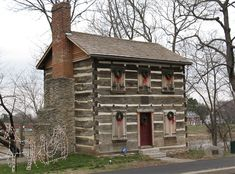Old Log Post Office in Warren County, Ohio. Log Cabin Living, Small Log Cabin, Little Cabin, Log Cabin Homes, Boutique Hotels, Cabin Interior Design, Interior Paint, Luxury Log Cabins, Rustic Cabins