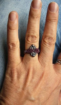 Petite * * Makramée-ring * * with Glasschliffperlchen. Ring: 58 Inner Diameter: mm Delivery Time Germany days Delivery time countries within EU 7 to 14 days Macrame Rings, Beaded Rings, Jewelry Crafts, Jewelry Art, Jewlery, Crafty Fox, Crochet, Etsy, Heart Ring