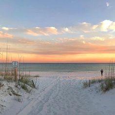 Pensacola Beach Florida, Florida Beaches, Beautiful World, Beautiful Places, Beauty Land, Ocean Wallpaper, Pretty Sky, Paradise On Earth, Summer Dream