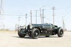 """1924 Bentley Litre """"Hawkeye Special"""" This is SO COOL I would definitely drive this around with a helmet, goggles, and a white scarf. This is like the car in chitty chitty bang bang! Bentley Auto, Bentley Motors, Bugatti, Volkswagen, Dream Cars, Auto Retro, Roadster, Vintage Race Car, Rolls Royce"""